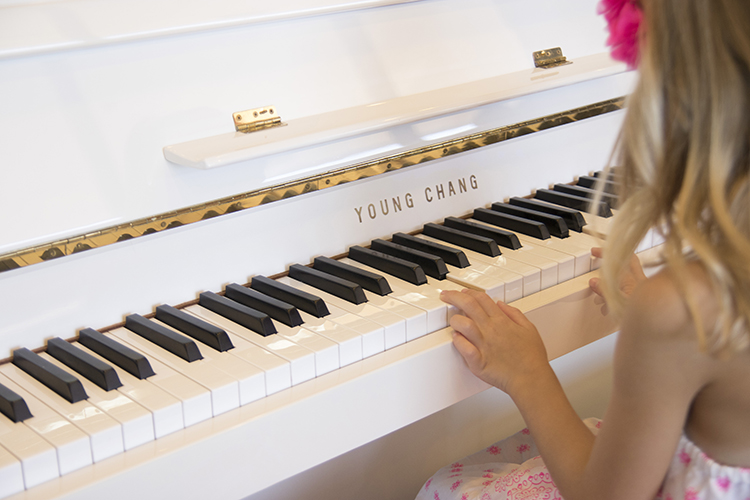 pianogirl.jpg-750